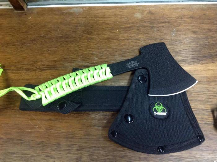 Small Zombie Hunter Axe - Thrower
